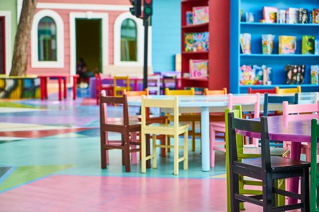 Kolorowa sala dla małych dzieci